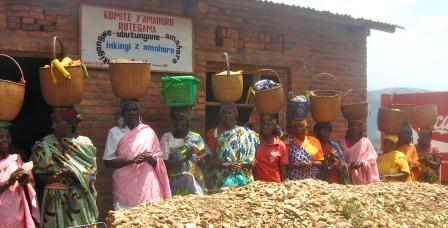 Soutien alimentaire aux vulnerables par le comité de paix de Rutegama
