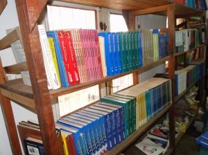 la bibliotèque avec les livres de la paix