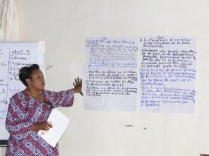 Une participante donne des exemples des activités de faire face à la violence
